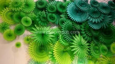 décoration de noël - rosaces en papier vert figurant une forêt de sapins