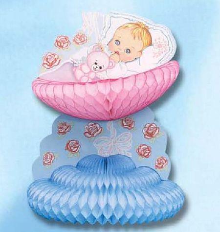 bébé - nouveau-né dans son berceau sur rosace de papier