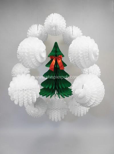 décoration de noël - sapin de Noël avec noeud rouge entouré de boules en papier crépon blanc